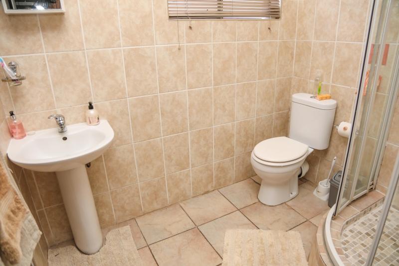 room-7-bathroom