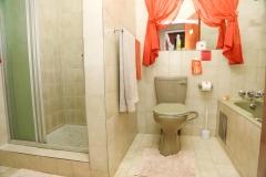 room-4-bathroom